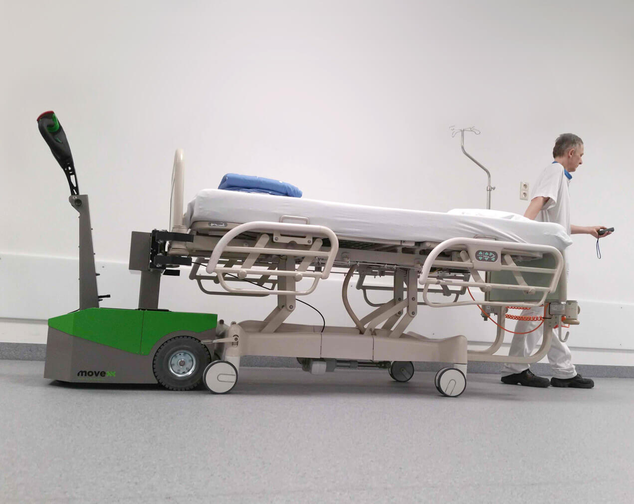 Bedmover electric tug BM500R-FFC in hospital.